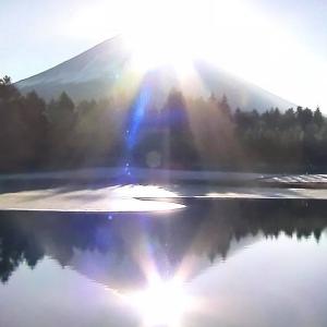 富士山と日の光
